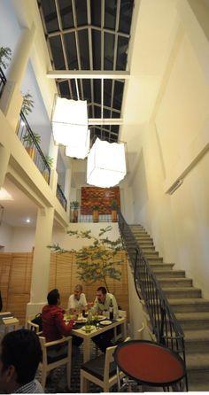El mosaico artesanal está presente en el restaurante Mezquite Gastronomía y Destilados Oaxaca.
