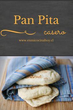 Una receta sencilla para hacer el delicioso pan pita casero cada vez que desees. También lo puedes congelar una vez cocinado. Bread Recipes, Real Food Recipes, Cooking Recipes, Healthy Recipes, Pan Bread, Bread Baking, Comida Diy, Chilean Recipes, Salads