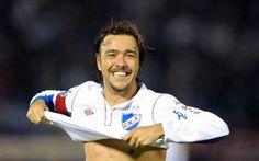 """Alvaro Recoba, """"non mollo. Il calcio è la mia passione"""" #calcio #recoba #passione"""