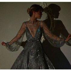 5 Handy Techniques That'll Help You Sew the Perfect Dress Inspiration. 5 Handy Techniques That'll Help You Sew the Perfect Dress Inspiration Looks Style, Looks Cool, Pretty Dresses, Beautiful Dresses, Elegant Dresses, Mode Inspiration, Dream Dress, Evening Dresses, Long Dresses