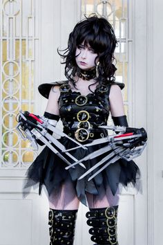 Kotobukiya Edward Scissorhands Cosplay http://geekxgirls.com/article.php?ID=7377