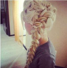 Absolutely loving this! Elsa hair from the animation Frozen. Want to learn how to do this. Just in case I ever grow my hair out lol ; My Hairstyle, Pretty Hairstyles, Wedding Hairstyles, Frozen Hairstyles, Braided Hairstyles, Braided Updo, Hairstyle Ideas, Hairstyles Haircuts, Twisted Braid