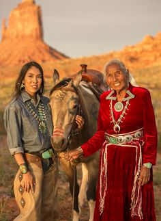 Photography With A Purpose: Supporting Navajo People In Need - Cowboys and Indians Magazine Native American Girls, Native American Wisdom, Native American Photos, American Indian Art, Native American History, American Indians, American Symbols, Native Indian Tattoos, Indian Girl Tattoos