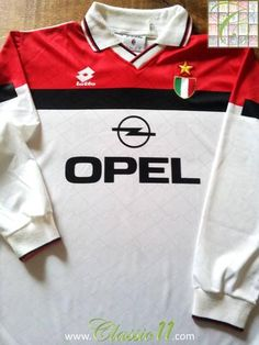 Relive AC Milan's 1994/1995 season with this original Lotto away long sleeve football shirt.