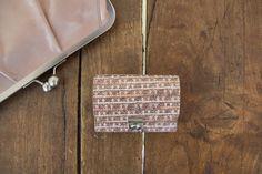 Cent, das kleinste Kellnerportmonnaie von uns - passt in jede Clutch! NEU in glamour #purse #glamour #beautiful #clutch #volkerlang #aachen Clutch, Dog Tags, Dog Tag Necklace, Glamour, Beautiful, Waiting Staff, The Shining