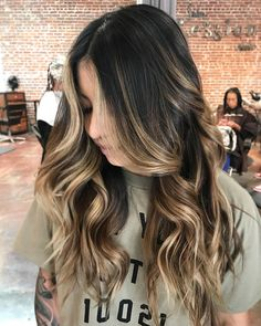 balayage highlights on dark hair - All For Hairstyles DIY Blonde Balayage Honey, Ombre Blond, Honey Blonde Hair, Brown Hair Balayage, Brunette Hair, Baylage On Dark Hair, Baylage Brunette, Blonde Hair With Roots, Short Hair