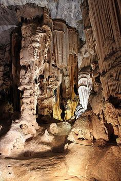 Cango Caves near Oudtshoorn, South Africa. Photo : Anagoria (CC)