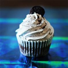Cookies and Cream Gourmet Cupcake : Our signature chocolate cake with a baked in surprise under a cookies and cream frosting.