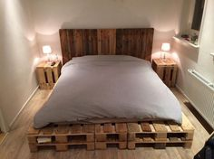 King-Size-Pallet-Bed-with-Side-Tables.jpg (750×562)