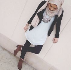 casual-hijab-with-ankle-boots- Beautiful fall hijab trends www.justtrendygir… casual-hijab-with-ankle-boots- Beautiful fall hijab trends www. Ootd Hijab, Hijab Chic, Hijab Outfit, Islamic Fashion, Muslim Fashion, Modest Fashion, Modest Dresses, Modest Outfits, Casual Outfits