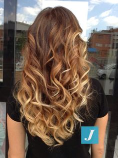 Spotted...in salone! Non abbiamo bisogno di filtri per i Degradé Joelle, amiamo essere originali. #nofilter #cdj #degradejoelle #tagliopuntearia #degradé #welovecdj #igers #naturalshades #hair #hairstyle #hairstyles #haircolour #haircut #fashion #longhair #style #hairfashion