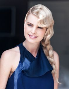 Chain Braid - This hairstyle requires an extra pair of hands. The stylish chain braid is a fun alternative to the rope braid.