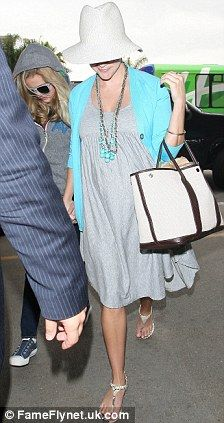 Reese Witherspoon sporting elegant maternity wear. Can also be worn when not pregnant, maybe after a big dinner...