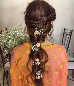 We've picked out the most trending new swoon worthy ways fresh flower hairstyles that will make you want to wear flowers in your hair asap! Bridal Hairstyle Indian Wedding, Bridal Hairdo, Indian Wedding Hairstyles, My Hairstyle, Ponytail Hairstyles, Trendy Hairstyles, Flower Hairstyles, Hairstyle Ideas, Hairstyle Photos