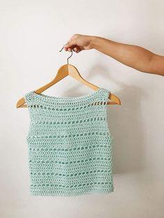 T-shirt Au Crochet, Pull Crochet, Mode Crochet, Crochet Stitches, Crochet Summer Tops, Crochet Crop Top, Crochet Shirt, Knitting Patterns, Crochet Patterns