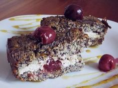 Tvarohovo-makovo-višňový fit koláč Russian Recipes, Healthy Sweets, Pavlova, Sweet Recipes, Cheesecake, Dessert Recipes, Food And Drink, Cooking Recipes, Yummy Food