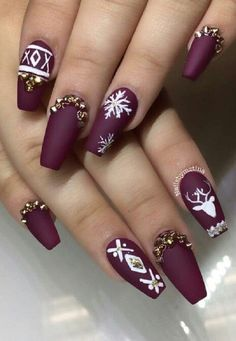 The dark purple color is the trend for autumn / winter 2016/2017. It seems to me that this mat shade makes the whole luxurious manicure. White color perfectly fits, and detail as snowflakes and reindeer.