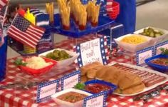 hot dog bar & vid of 4th of July crafts for kids. So you have only a day left to get ready for your 4th of July bash.  Lifestyle expert Robyn Moreno was on the Today show with some festive ideas (crafts, games and food) to set the mood when entertaining for Independence Day.  Her rules are to keep it fun and simple.  You shouldn't have to work too hard.  Make sure you have something for everyone.