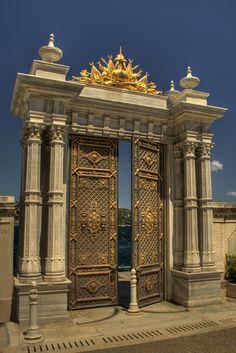 Turkish Architecture, Neoclassical Architecture, Architecture Details, Cool Doors, Unique Doors, Portal, House Main Gates Design, Cement Design, Castle Doors
