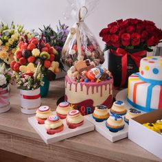 Víte, jak se dělají muffiny a co to je? Ukážeme vám, jak si udělat ty nejlepší domácí muffiny doma a jaké druhy si můžete přichystat. Birthday Cake, Desserts, Food, Tailgate Desserts, Deserts, Birthday Cakes, Essen, Postres, Meals
