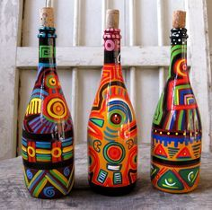Image may contain: drink Painted Glass Bottles, Glass Bottle Crafts, Wine Bottle Art, Diy Bottle, Bottle Vase, Bottles And Jars, Altered Bottles, Recycled Bottles, Bottle Painting