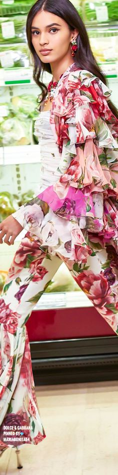 Dolce & Gabbana Floral Fashion, Boho Fashion, Domenico Dolce & Stefano Gabbana, Italian Fashion Designers, Types Of Girls, Boho Designs, Flower Dresses, Clothes Horse, Feminine