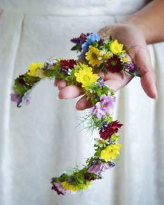 """1a115d6cd9 Kwiaciarnia Floris on Instagram  """"Do kompletu dla Agaty i Przemka  łąkowy  wianek dla Panny Młodej oraz utrzymana w tej samej stylistyce delikatna  dekoracja ..."""