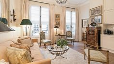 Rent an elegant one bedroom, one bathroom vacation rental with a dreamy setting very near the stunning Musée d'Orsay in the 7th arrondissement.