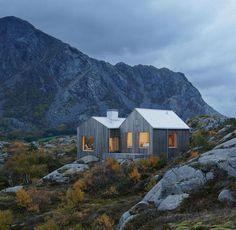façade de maison en bois massif, ambiance nature et paysage montagnard