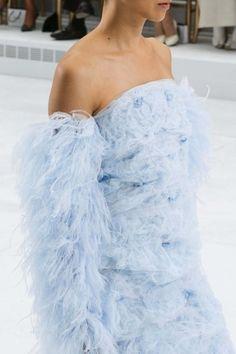 Chanel Haute Couture 2014 V Chanel Couture, Style Haute Couture, Couture Details, Fashion Details, Couture Fashion, Runway Fashion, Womens Fashion, Fashion Design, Blue Fashion