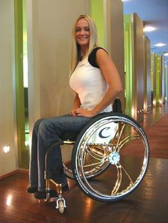 Cool wheelchair accessories, plus articles and interviews about wheelchairs, wheelchair equipment and wheelchair sports. Manual Wheelchair, Wheelchair Accessories, Spinal Cord Injury, Cute Girl Photo, Lady, Girl Photos, Cute Girls, Cool Outfits, Beautiful Women