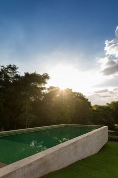 Redux House is located in the countryside of São Paulo, Itatiba, in a gated community called Quinta da Baroneza. The open land, on a downwards slope terrain and with a west facing view, is on the edge of a large environmental preservation area of a na...