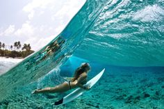 Look how CLEAR that water is! The girl is actually under the water! Kitesurfing, Under The Water, Gopro Photography, Underwater Photography, Amazing Photography, Photography Ideas, Portrait Photography, Wedding Photography, Travel Destinations Beach