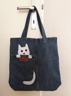 Bag from old jeans Altering Jeans, Denim Handbags, Denim Ideas, Patchwork Jeans, Crochet Quilt, Denim Bag, Sewing Projects, Cotton Fabric, Couple Weeks