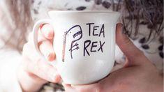 DIY, odd jobs and gifts .- Scatolone fabbricone…a noi! DIY, lavoretti e regali fai-da-te perfetti per l'a… Big box … to us! DIY, odd jobs and DIY gifts perfect for the fall! Crackpot Café, Diy Becher, Sharpie Crafts, Sharpie Mugs, Sharpies, Diy Mugs, Ideias Diy, My Cup Of Tea, Cute Mugs