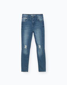 CALÇAS DE GANGA HIGH RISE por apenas 19 na Lefties. Entre agora e descubra a nossa coleção de Jeans.