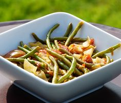Un plat si simple qu'on y pense rarement, et qui fait aimer les haricots verts à ceux qui n'en mangent pas ! Le tout en faisant le plein de polyphénols.