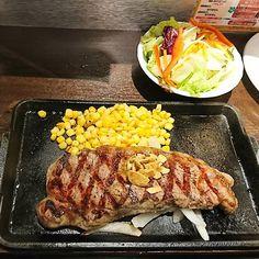 肉が食べたい!という家族の希望もあって、初めて行ってきました(^^) 久しぶりの#ステーキ 、堪能いたしました(๑><๑) #ごちそうさまでした #instafood #meat #肉 #steak #サーロインステーキ #sirloinsteak #200g #いきなりステーキ #藤沢 #湘南 #shonan #yummy #happy #おなかいっぱい