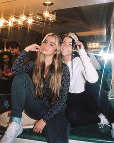 Best Friend Pictures, Friend Photos, Girl Celebrities, Celebs, Shooting Photo Amis, Friendship Photoshoot, Charlie Video, Influencer, Girls Selfies