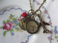 Adorable custom long distance charm necklace from etsy. 32$ #ldr #gift