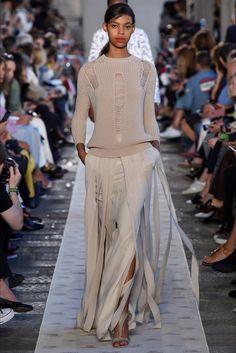 Sfilata Max Mara Milano - Collezioni Primavera Estate 2018 - Vogue d61ac987611