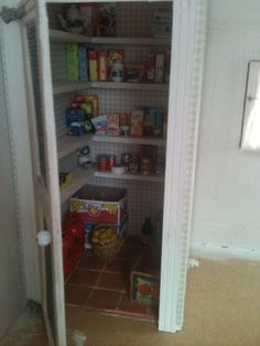 """Sabs Mini Interiors: Mini Pantry in a """"Mini"""" House. Wow! It even has a sweet old fashioned screen door on it!"""