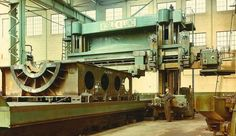 Ran across this on the Garage Journal . Some images from an early shipyard. Now THIS is how you make a crank shaft! Milling Machine, Machine Tools, Metal Working Machines, Fabrication Tools, Tool Room, Marine Engineering, Heavy Construction Equipment, Industrial Machinery, Industrial Photography