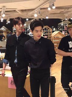 "Lagi melihat lihat produk terbaru, apa hari ini aku lembur lagi?:"""" Suho Exo, Exo K, Exo For Life, Exo Couple, Kim Joon, Xiuchen, Kim Junmyeon, Exo Members, Boyfriend Material"