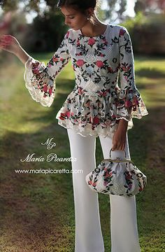 VESTIDOS PARA MAMA DE COMUNION Look Fashion, Hijab Fashion, Fashion Dresses, Womens Fashion, Blouse Patterns, Blouse Designs, Flowery Dresses, Mexican Dresses, Mode Chic