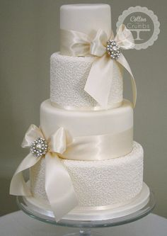 Love the ribbon and brooches! Love alternating texture on the tiers too!