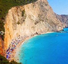 The Cliff Beach of Lefksda Island in Greece /// #travel #wanderlust
