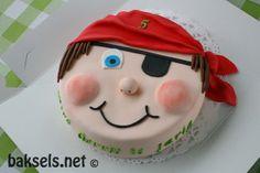 baksels.net   piratentaart van fondant http://baksels.net/post/2014/03/21/Maart-verjaardagenmaand.aspx (piratecake)