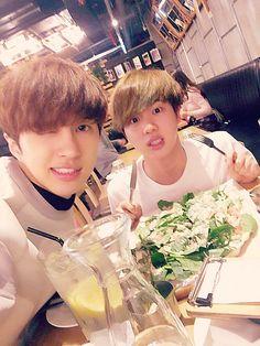 Ken (Vixx) & Jin (BTS). Fangirl moment!!! YESSS!!!! AHAKSNW *-*