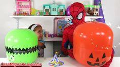 Hombre Araña Abre Huevos Sorpresa Gigantes con Muchos Juguetes